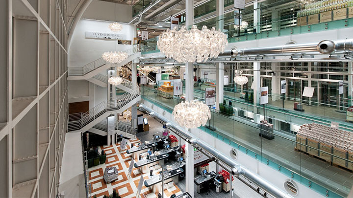 Overview of the Eataly store at Rome illuminating with Philips retail lighting