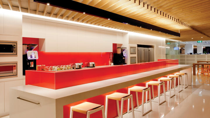 The Westfield Sydney coffee bar provides a comfortable lighting ambience thanks to Philips lighting controls