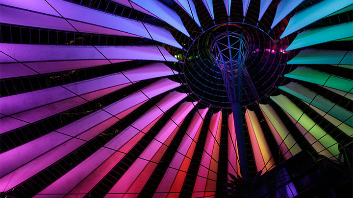 See how Alexander Weckmer lit up the Sony Center and Funktrum in Berlin using wireless, energy efficient RGB lighting.